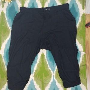 TORRID black capri pants size 3